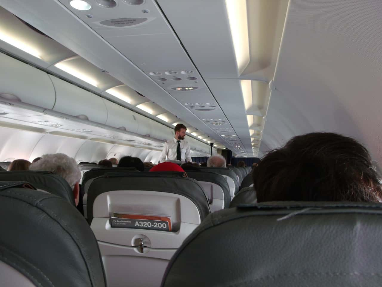 Как пойти работать стюардессой